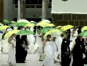 حجاج بيت الله الحرام يتوافدون إلى صعيد عرفات لأداء ركن الحج الأعظم