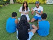 يوسف الشريف يقضى إجازة العيد مع عائلته ولعب الكوتشينة.. صور