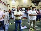 المصلون يؤدون صلاة العيد بمسجد مصطفى محمود في المهندسين