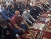 محافظ البحيرة والقيادات الشعبية والتنفيذية يؤدون صلاة العيد بدمنهور.. لايف