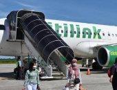 إندونيسى يصعد على متن طائرة متنكرًا فى ملابس زوجته .. اعرف السبب