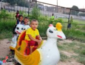 شاهد فرحة أطفال قرى مدينة إسنا بالعيد بعد انكسار موجة الطقس الحارة