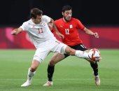 فريق الزمالك يتابع مباراة مصر وإسبانيا من معسكر برج العرب