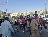 أطفال سوهاج يحتفلون بثالث أيام العيد بركوب الخيول والكارتة.. فيديو وصور