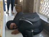 """عجوز تبكى أمام """"ضريح عبد الناصر"""": كنت محتاجالك ياجمال ياحبيب الملايين"""