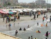 رياح شديدة وارتفاع للأمواج.. توافد الآلاف على شواطئ بورسعيد رابع أيام العيد.. لايف
