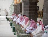 ضيوف الرحمن يؤدون صلاة الجمعة فى المسجد الحرام وسط الإجراءات الاحترازية.. صور