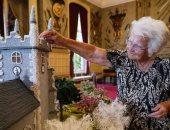 مسنة بريطانية تبهر الملكة إليزابيث بنموذج مصغر لقصر ساندرينجهام