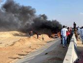 """مصرع 3 أشخاص فى تفحم سيارة ملاكى بطريق """"الإسماعيلية - السويس"""""""