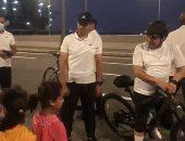 """الرئيس السيسي لـ""""رب أسرة"""" فى العلمين: الإيد الشقيانة فيها البركة.. فيديو"""