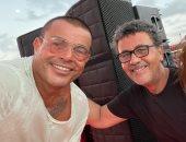 عمرو عرفة فى صورة مع الهضبة بحفل الساحل: صاحب صاحبه ومتربع على عرش الغناء