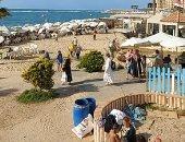زحام كبير على شواطئ الإسكندرية تزامنًا مع التحذيرات من النزول إلى البحر.. فيديو