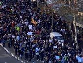 شرطة أستراليا تلقى القبض على مئات المتظاهرين الرافضين للإغلاق وإصابة 7 ضباط
