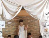 الأطفال تجسد مناسك الحج بملابس الإحرام للاحتفال بالعيد