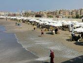 إقبال كبير على شاطئ بورسعيد.. وهذه أسعار ليالى المصيف.. فيديو وصور