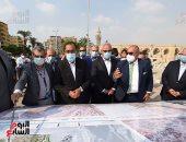 رئيس الوزراء يتابع أعمال تطوير الساحة المحيطة بمسجد عمرو بن العاص.. صور