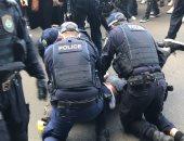أوبزرفر: الشرطة الأسترالية تفرض غرامات وتوجه اتهامات للمتظاهرين ضد الإغلاق
