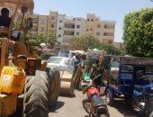 جهاز مدينة العبور ينفذ حملة جديدة لإزالة الإشغالات ويكثف أعمال تطوير الطرق