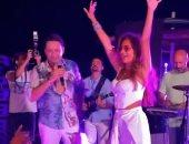 """نيللى كريم ترقص على """"حبك نار"""" و""""الليلة دوب"""" مع مصطفى قمر بالساحل الشمالى"""