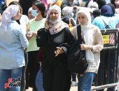 توافد طلاب الثانوية العامة على لجان مصر الجديدة لأداء امتحان الديناميكا
