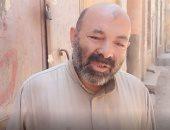 عم ناصر.. 35 سنة بيأكل ويعشى القطط فى شوارع مدينة الفشن ببنى سويف