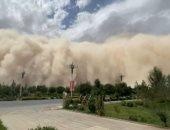 ولا فى الأفلام.. عاصفة رملية بارتفاع 300 متر تبتلع مدينة صينية.. فيديو وصور