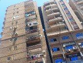 مشهد مرعب.. عمارة ضخمة جديدة تميل فى الإسكندرية.. فيديو وصور