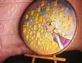 """""""هبة"""" تصمم لوحات فنية بالخيوط وترسم بدرجات الألوان والغرز.. صور"""