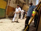 الحماية المدنية تستعين بكلاب مدربة للبحث عن ضحايا عقار الوراق المنهار.. صور