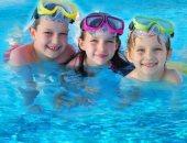 دراسة أمريكية: تمارين السباحة تعزز نمو مفردات الأطفال وتحسن كلامهم
