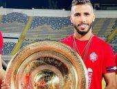 محمد أوناجم يحتفل بالتتويج مع الوداد البيضاوى بالدورى المغربى: ابنكم البار