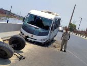 إصابة 24 عاملا في حادث تصادم أتوبيس بسيارة نقل في السويس