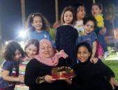 أم الأيتام.. الحاجة أحلام ربت 7 أبناء بعد وفاة الزوج وكملت المسيرة مع أحفادها