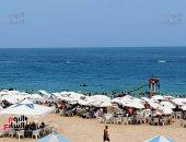 صيف ساخن جدا بالإسكندرية.. الآلاف يتحدون الشمس حبا فى عروس البحر.. لايف