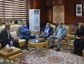 محافظ المنيا يستقبل رئيس مكتبات مصر العامة ويؤكد دور الثقافة فى غرس قيم الانتماء