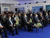 رئيس الوزراء يكرم عددا من العاملين بقناة السويس.. صور