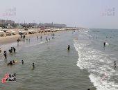 تزاحم المصيفين على شواطئ بورسعيد هرباَ من ارتفاع درجات الحرارة.. لايف وصور