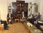 محافظ أسيوط يلتقى مدير صندوق مكتبات مصر العامة ويتفقد تطوير الفرع الرئيسى