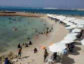 شواطئ مطروح قبلة الهاربين من الحر للاستمتاع والسباحة.. لايف وصور