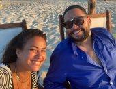 هند صبرى على الشاطئ مع أحمد رزق: صديق صدوق.. والأخير: بحبك وربنا يديم صداقتنا