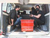 بكاء حسن الرداد ورامى رضوان أثناء حمل جثمان الراحلة دلال عبد العزيز (فيديو)