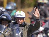 الرئيس البرازيلى ينظم مسيرة بالدراجات النارية بدون كمامات.. صور