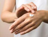 وصفات طبيعية لعلاج اسمرار اليدين فى الصيف.. عجينة اللوز ومعجون الخيار أبرزها