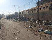 أهالى سمنود بالغربية يشكون من انتشار القمامة بجوار السكة الحديد.. ورئيس المدينة يرد