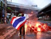 مولوتوف وغاز مسيل وخرطوش.. شرطة تايلاند تفريق مئات المحتجين فى بانكوك
