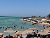 ارتفاع طفيف فى الأمواج وإقبال كثيف على الشواطئ بالبحر الأحمر.. لايف وصور