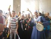 """""""زفة بلدي"""" في استقبال فريال أشرف بطلة الذهبية بمطار القاهرة..صور وفيديو"""