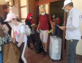 إقبال كبير من السياح على مطروح.. والمحافظ يعلن وصول 14 رحلة (صور)