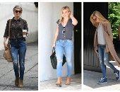 اعرفى إزاى تلبسى الرابيد جينز على طريقة المشاهير.. هيلارى داف اختارت تى شيرت V