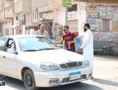 شباب محلة دمنة بالدقهلية يخففون حدة العطش على المارة بتوزيع المياه..صور